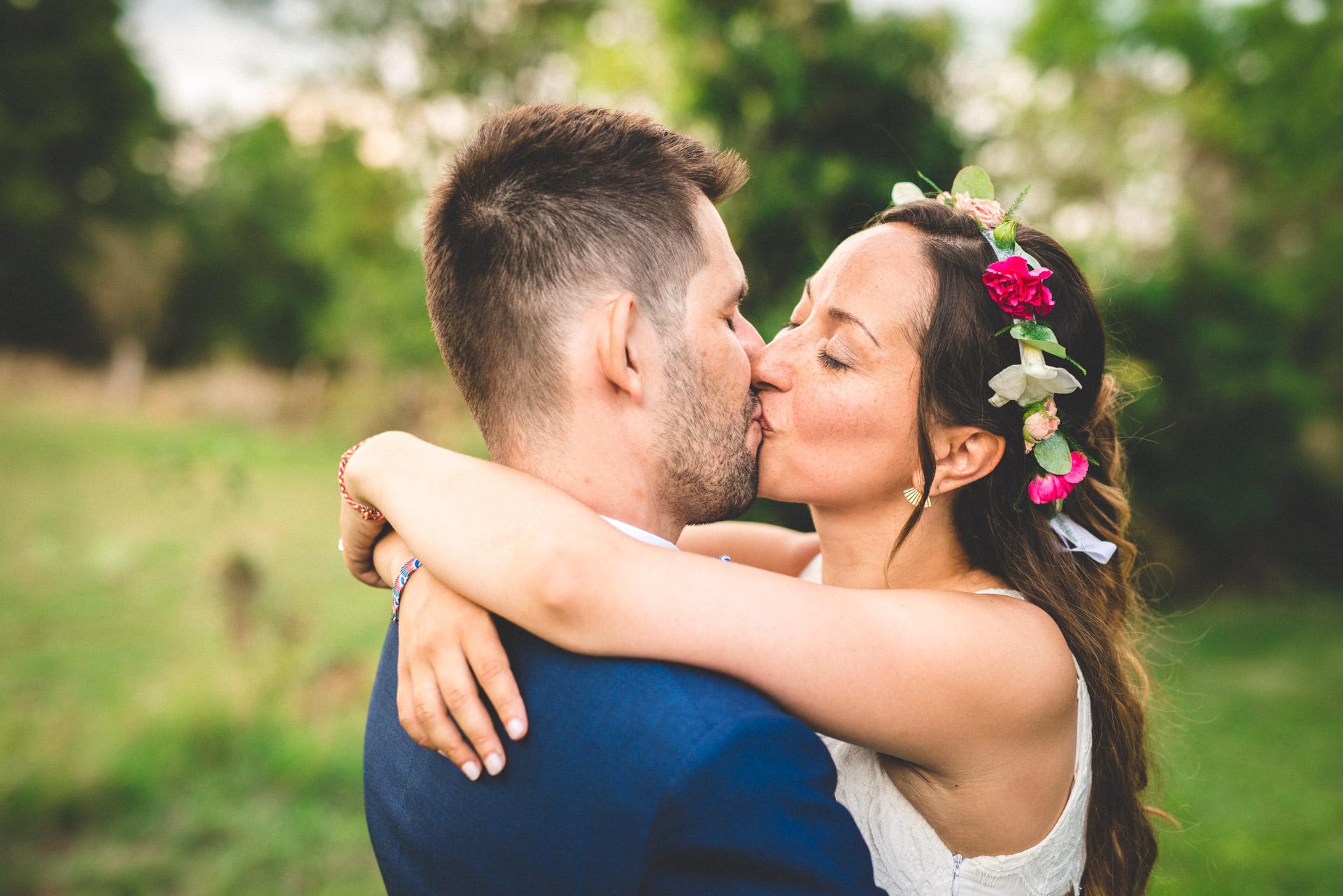 Photo-reportage réalisé par un photographe de mariage pour un couple de jeunes mariés.