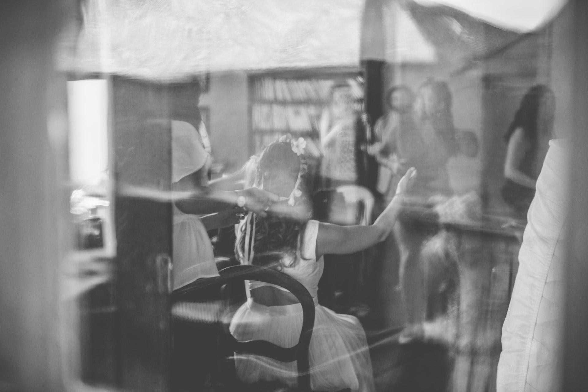 Photo-reportage artistique réalisé par un photographe de mariage pour un couple de jeunes mariés.